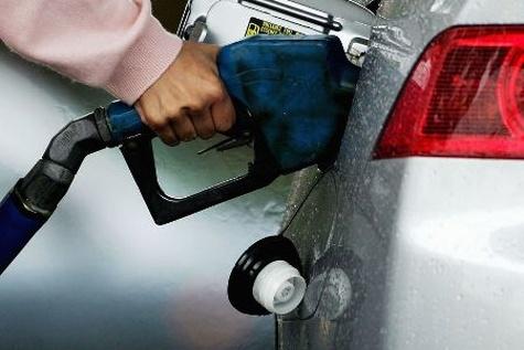 چرا نباید باک بنزین خودرو را کاملا پر کنیم؟