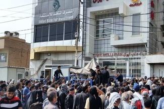 ازدحام زائران برای دریافت دینار در شهرهای عراق