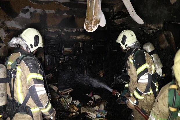آتشسوزی شبانه در خانه ۴ طبقه/آتشنشانها جان ۵ نفر را نجات دادند
