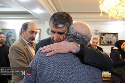 دیدار وزیر راه و شهرسازی با خانواده یکی از جانباختگان حادثه هواپیمای اوکراینی