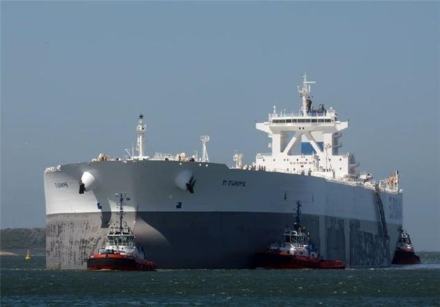منابع آگاه ایران به رویترز انگلیس خبر دادند، صادرات نفت ایران کم میشود