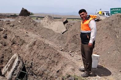اجرای عملیات حفرکانال و لوله گذاری مصب قنات در محور قم – جعفریه