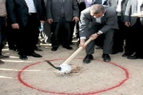 کلنگ احداثتقاطع غیر همسطح ارغوان در ورودی شهر ایلام به زمین زده شد