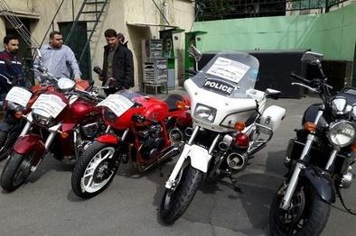 کشف موتورسیکلت قاچاق پلیس/ تصاویر