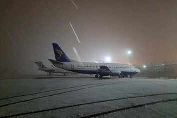 بارش برف در فرودگاه بینالمللی مهرآباد تهران