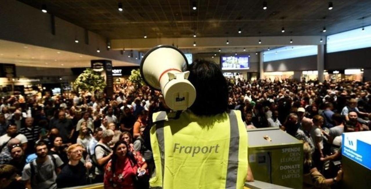 ترس دستهجمعی در فرودگاه فرانکفورت (آلمان)