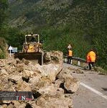 ریزش کوههای اطراف مورموری / گردوغبار شدید در منطق زلزله زده