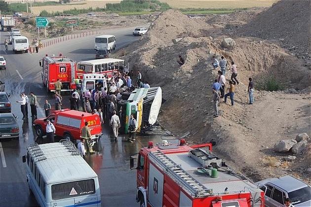 واژگونی و سقوط یک دستگاه مینی بوس به دره در محور ساری -تاکام