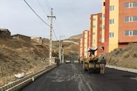 اتمام عملیات آسفالت محوطه پروژه مسکن مهر ۶۷۲ واحدی بانه کردستان